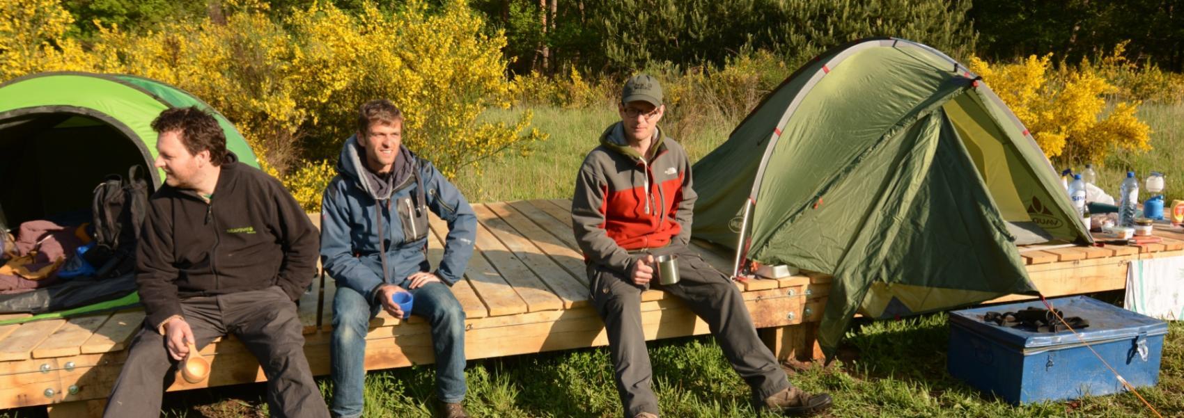 drie mannen in de bivakzone