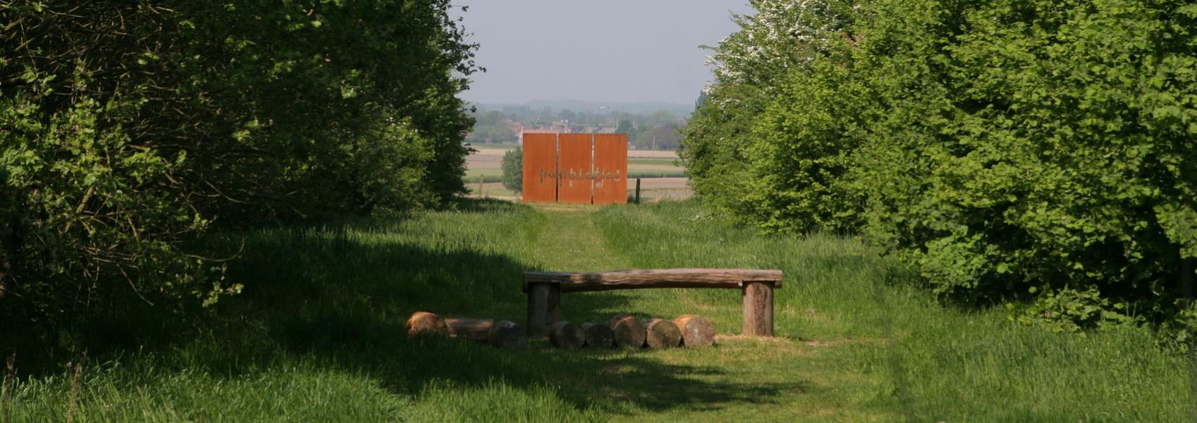 een kunstwerk in het landschap