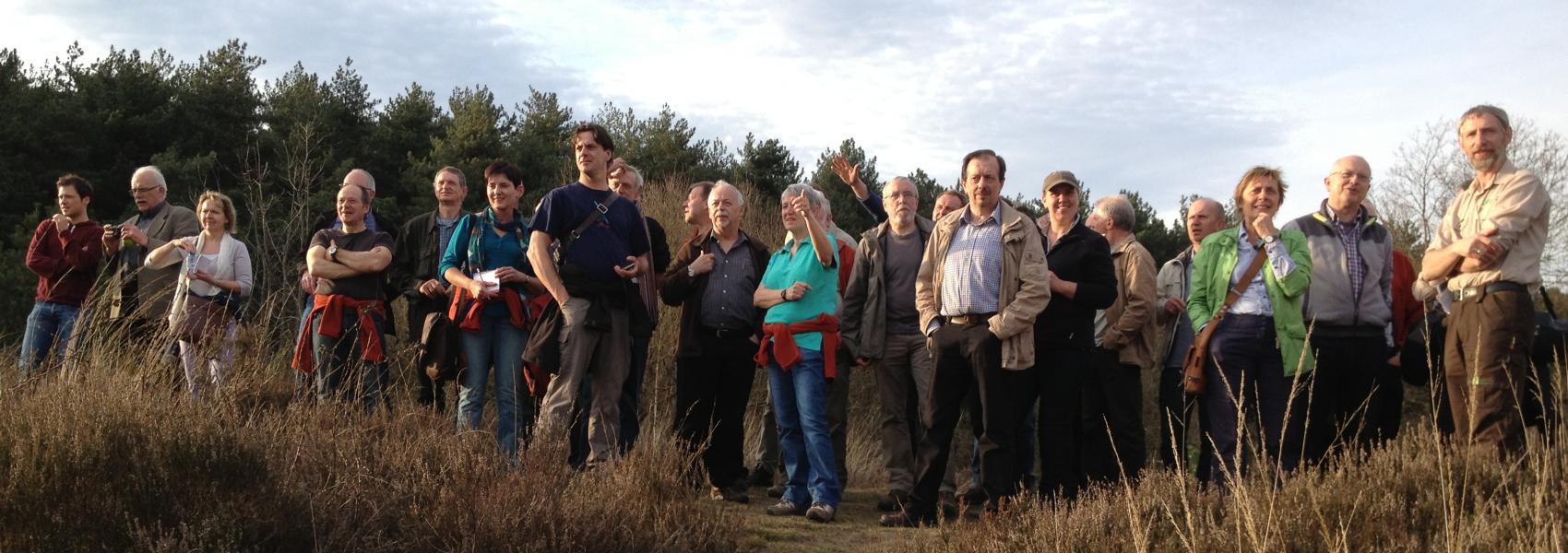 grote groep genietend van het landschap
