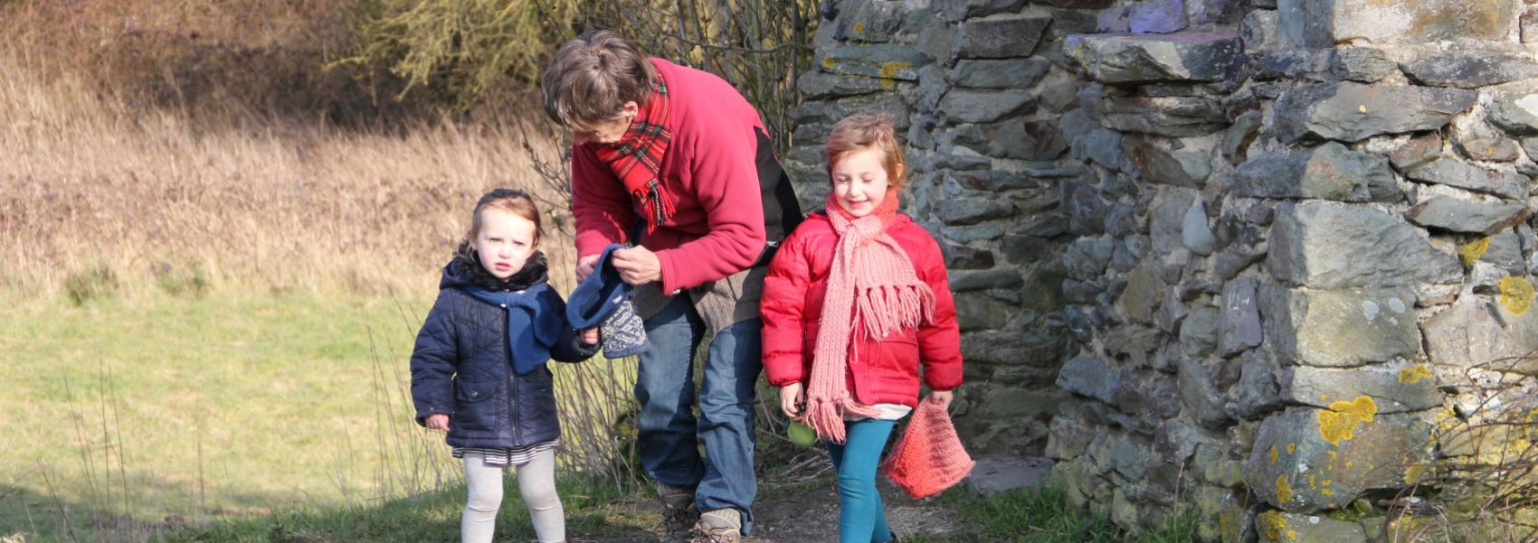 vrouw met 2 kindjes bij de Malakofftoren
