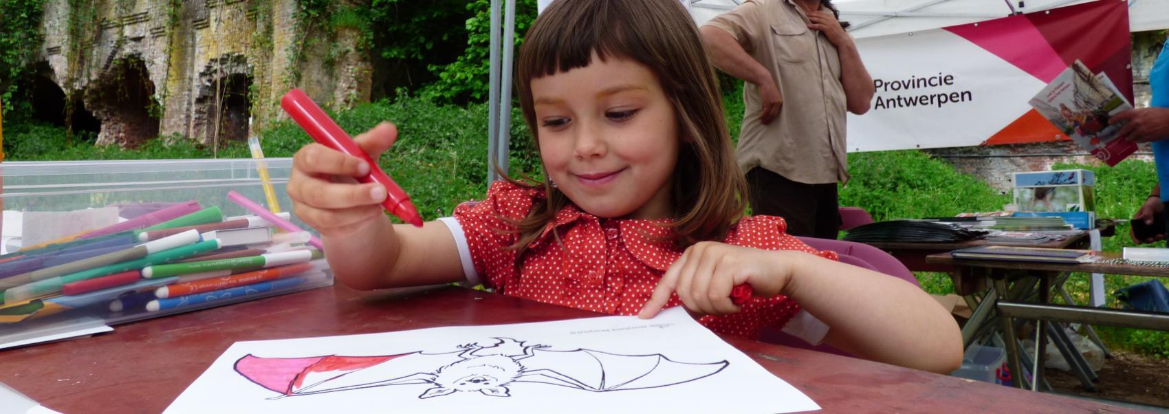 Fort Steendorp kind kleurt vleermuis