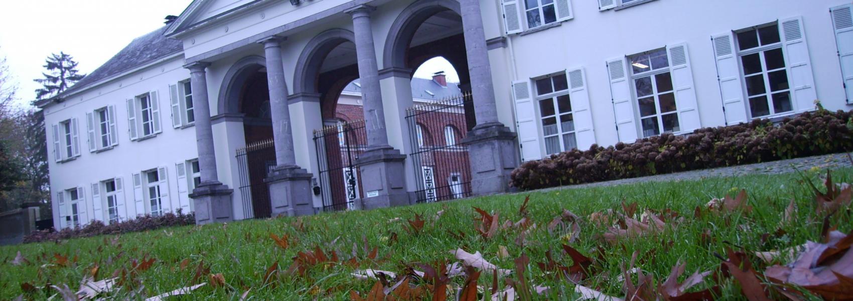 zicht op het neoclassicistisch kasteel