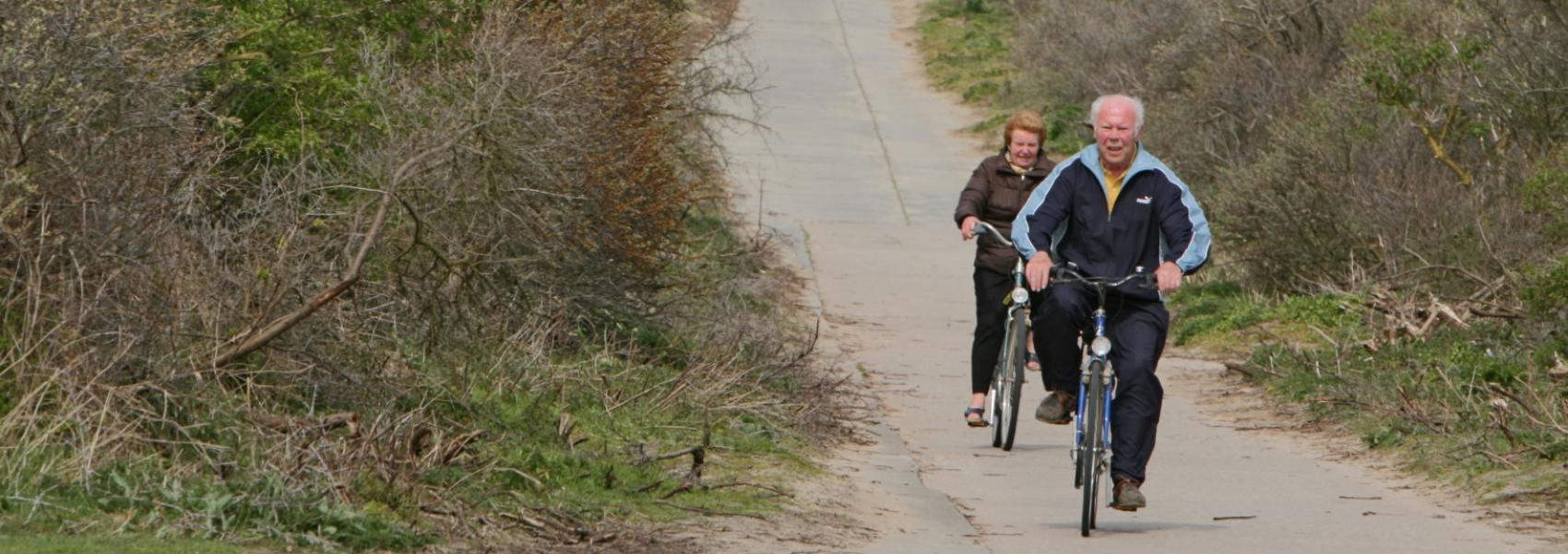 fietsers tussen het struweel